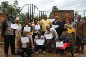 Les Abunzi des comités du secteur de Gisozi, District de Gasabo, Kigali reçoivent leur diplôme à l'occasion de la clôture de la semaine de formation.