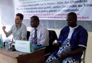(De gauche à droite) : Franck Petit, expert en communication, Hugo Jombwe, expert en droit pénal international et Gilbert Maoundonodji, expert en Sciences Politiques et Directeur de MAGI Communications.